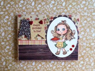 パイを運ぶ女の子 バースデイカードの画像