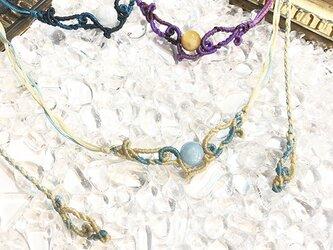 天然石のマクラメ編みネックレス【うねり】アイボリー系・アクアマリンの画像
