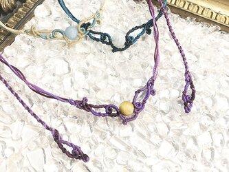 天然石のマクラメ編みネックレス【うねり】パープル系・タイガーアイの画像
