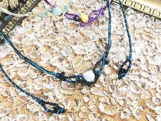 天然石のマクラメ編みネックレス【うねり】ネイビー系・ムーンストーンの画像