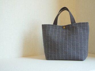 【SALE】裂き織りのバッグM グラファイト ストライプの画像