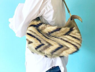 秋素材バッグ ルナ 2WAY ハンドバッグ/ショルダーバッグ 3色 ミンクファー & スエード カーキの画像