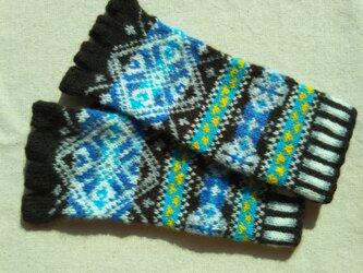 手紡ぎ毛糸の指なし手袋【こげ茶色と青】の画像