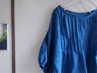 リネンピンタックパフ袖ブラウスの画像