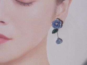 すみれ色の薔薇*揺れる花びらピアス/イヤリング *クレイフラワー[送料無料]㉘の画像