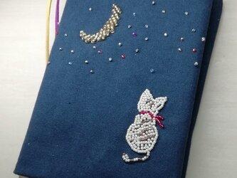 【SALE】ブックカバー 「猫と月」 ビーズ刺繍 (文庫本用)の画像