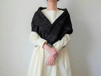 手紡ぎ・手織り 黒のヘリンボーン柄ミニストールの画像