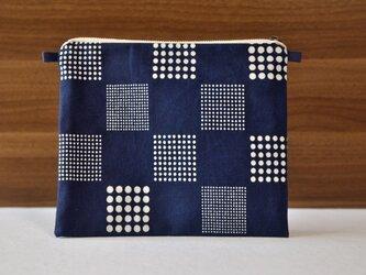 藍染×型染ポーチ(市松)ショルダー用紐付きの画像