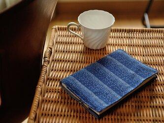 藍染×型染めブックカバー(点ストライプ)の画像