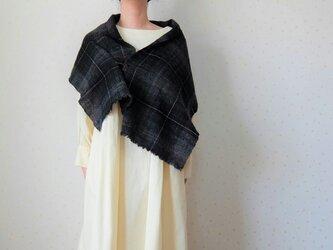 手紡ぎ・手織り 黒いチェックのミニストールの画像