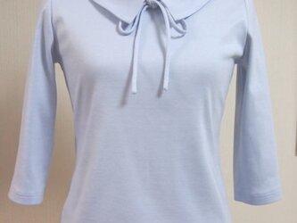 ショールカラーのリボン大好きTシャツ(グレイ系のブルー)の画像
