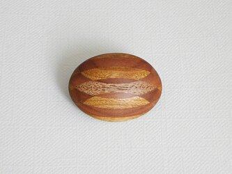 ブローチ -リンゴ・シウリザクラ・オニグルミ楕円-の画像