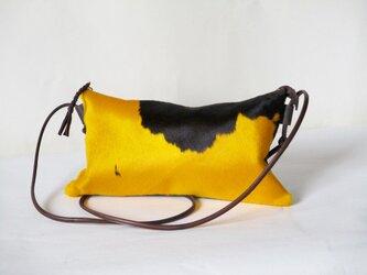 黄色xこげ茶ハラコと羊革のポシェットの画像