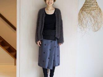 リネン・サロンスカート ドットに椿の画像