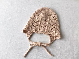 手編み ベビーボンネット 6M〜 ベージュ ウール100%の画像
