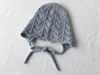 手編み ベビーボンネット 6M〜 ブルー ウール100%の画像