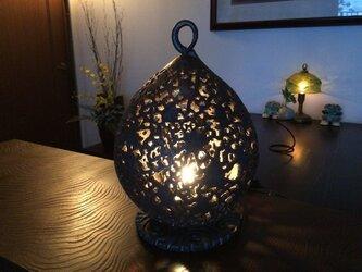 いぶし金彩透かし彫りインテリアランプ1「ゆらぎ」(LUMINARAキャンドルライト付き)の画像