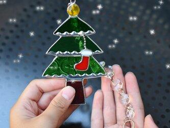 キラキラガーランド付きクリスマスツリー ステンドグラスの画像