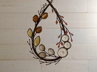 ガラスのリース [秋の小枝]雫型の画像