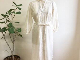 大人可愛い❤️ピンタック入りシャツワンピース オフホワイト(サイズフリー L〜 L L)の画像