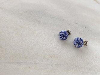2色の絹玉ピアス/イヤリングの画像