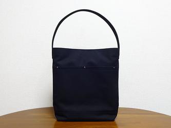 縦A4対応 帆布の革持ち手ワンハンドルバッグ(黒)の画像