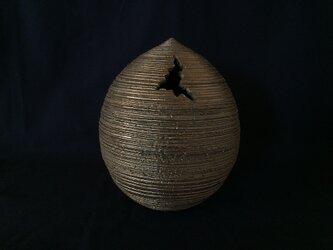 いぶし金彩裂紋珠花器1の画像