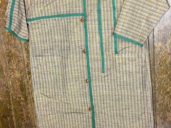 紬の生地にレースをモダンにアレンジしたシルクのワンピースの画像