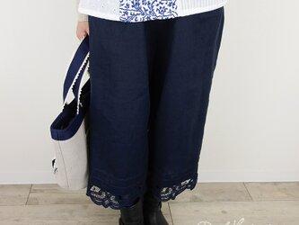 しっとり柔らかネイビーリネンピンタック半端丈パンツの画像