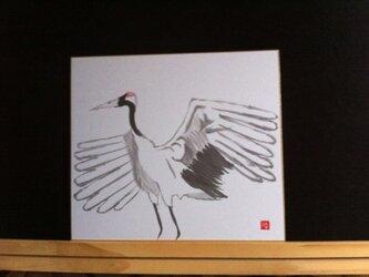 大空へ飛び立つ鶴の画像