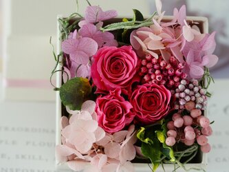 charmant (シャルモン) プリザーブドフラワー ピンク 誕生日 ・退職祝い・記念日の画像