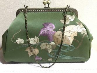 がまぐちバッグ・角型口金  抹茶色 ぶどうの葉 刺繍帯地バッグの画像
