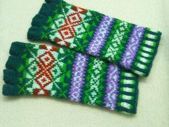 手紡ぎ毛糸の指なし手袋【グリーン系と赤】の画像
