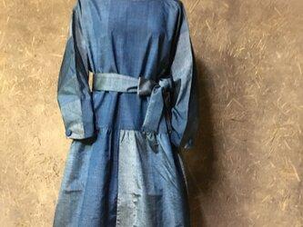 経段ぼかし紬のブルーのワンピースの画像