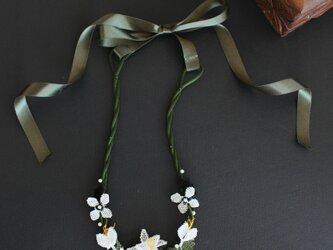 イーネオヤ⁂Wダークブラウンのネックレス リボン留めの画像