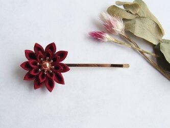 <送料無料>つまみ細工 お花のヘアピン ワインレッドの画像