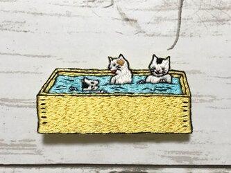 手刺繍浮世絵ブローチ*歌川芳藤「流行温泉の圖」よりの画像