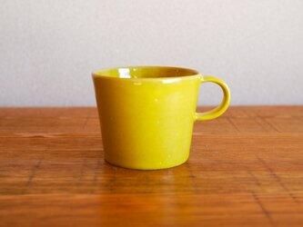 レモンイエローのマグカップの画像