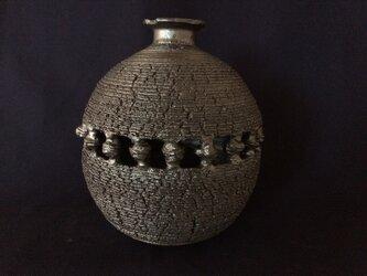 黒釉裂紋花器2の画像