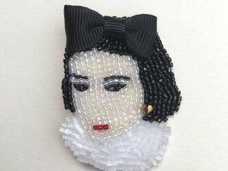 C.C ビーズ刺繡ブローチ ②の画像