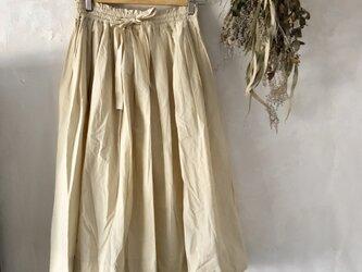 ギャザーたっぷり ロング スカート〈beige〉の画像