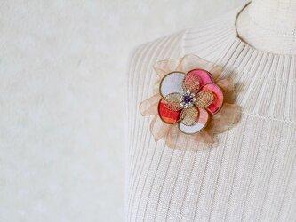 リボン付き和布ブローチ 赤(結城紬&ワイヤー)の画像