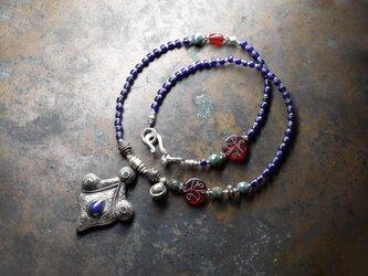 oldアフガニスタンラピス象嵌トップと瑠璃色ビーズ、聖者のビーズとインディアンアゲートのネックレスの画像