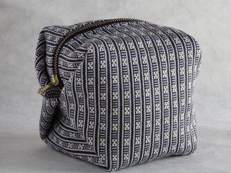 ハヌヌオ族 伝統手織物Tapisのサイコロ・ポーチ A (裏地:パープル ファスナー:ゴールド)の画像