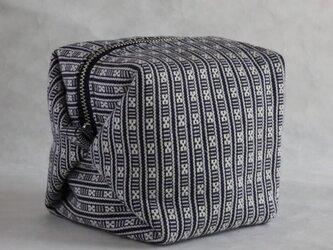 ハヌヌオ族 伝統手織物Tapisのサイコロ・ポーチ E(裏地:パープル ファスナー:シルバー)の画像