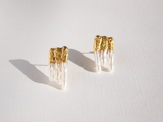 金箔とパールのスタッドピアス/氷柱-つらら-の画像