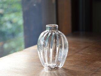 泡と縦筋の花瓶の画像