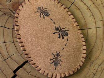 蟻さん ピンクッションに向いてる マグネットの画像