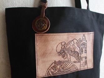 レザーカービングバッグ『蒸気の妖怪ガシャドクロ』の画像