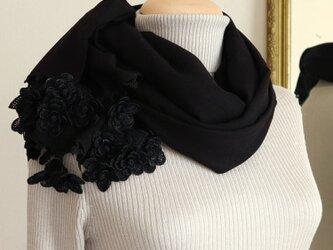 立体レース 花のパシュミナストール「マーガレット/2辺」ブラックの画像